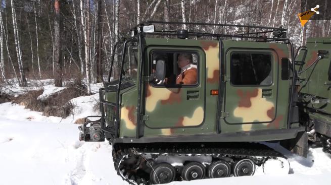 普京和俄防长在原始森林度周末
